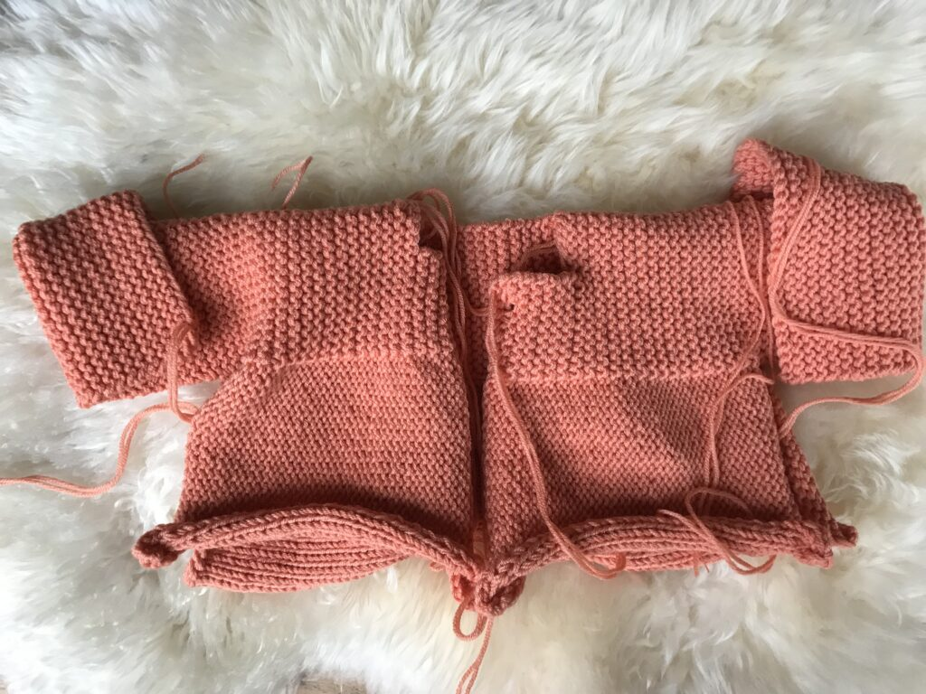 Babyjacke stricken in einem Stück