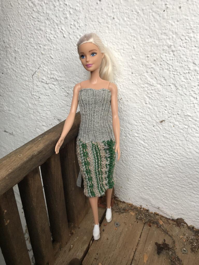 gestricktes Barbie Midikleid