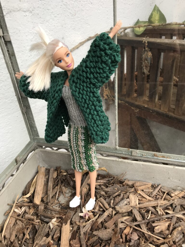 Strickmantel und Strickkleid für Barbie