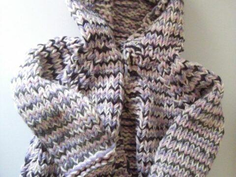 Babyjacke mit Kapuze stricken aus Wollresten