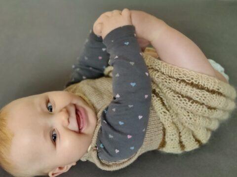 Babykleid stricken Strickanleitung