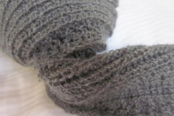Schal stricken – eleganter Herrenschal mit Lochmuster aus edlem Material